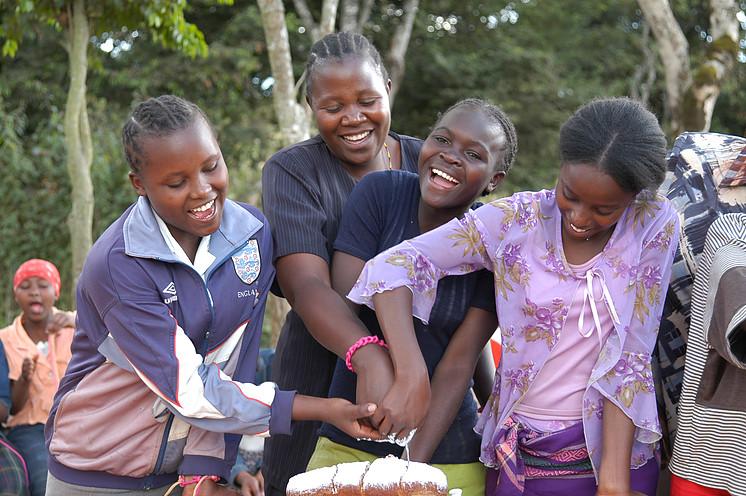 Un'asta per aiutare le bambine di strada di Nairobi